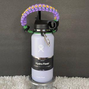 New 32oz Hydro Flask w/straw lid & paracord handle